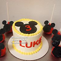 Mickey cake pops and mini cake _1